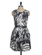 Monochrome Sleeveless Pleated Dress - La Zoire